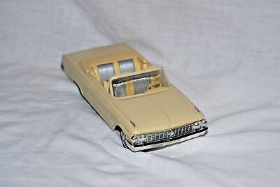 1962 Ford Galaxie Sunliner Convertible Promo 1/25 scale plastic by AMT from USA