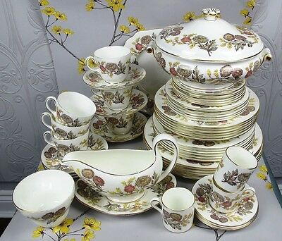 Large vintage Wedgwood bone china LICHFIELD dinner set/service. 6 seatings 53 pc