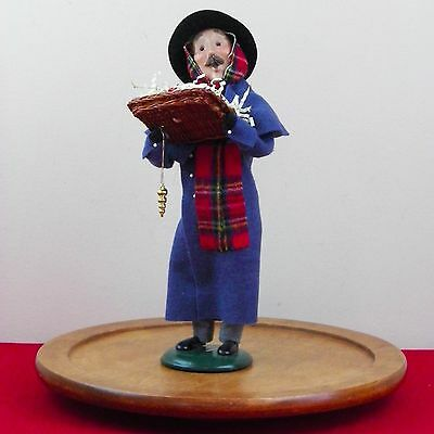 Byers Choice Carolers Cries Of London Selling Xmas Ornaments 2002 Signed J Byers