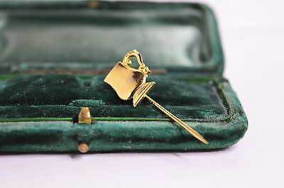 Vintage yellow metal tie pin with tankard design #714