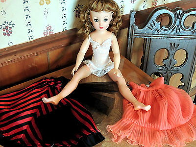 ReDuCeD VINTAGE 20 INCH VERY PRETTY REVLON DOLL VT 20 & LOT OF CLOTHING