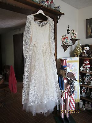 VINTAGE 1950s WEDDING GOWN DRESS, HAT, IVORY TULLE LACE, BUTTONS, PRINCESS