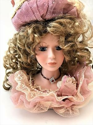 Beautiful NIB Show Stopper Timeless Images Doll Bust Ash Blonde Hair & Pink Hat