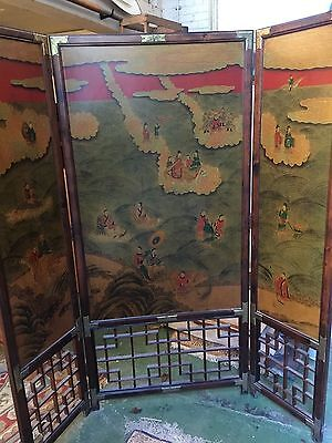 A Stunning Chinese Room Divider with 3  Panels and Detailed paintwork