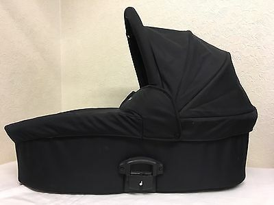 Babystyle Oyster Carrycot in Black + Raincover
