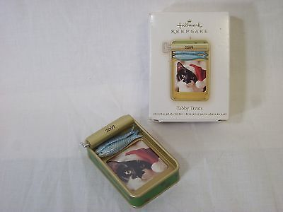 Hallmark ornament 2009 Tabby Treats Sardine Tin Photo Holder Fish