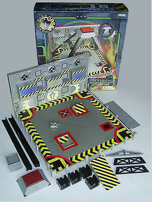 BBC Robot Wars Battle Arena with Dropzone & Suicidal Tendencies Minibot - Boxed