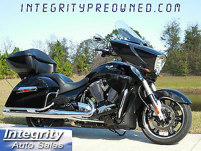 2015 Victory CROSS COUNTRY  2015 Victory Cross Country Touring Low Miles Flawless!!!!