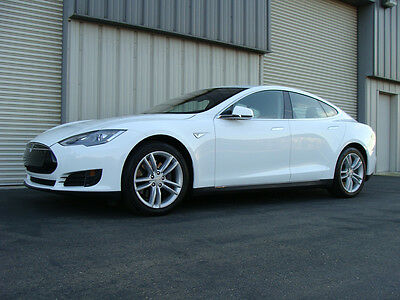 2015 Tesla Model S BASE COUPE 4 DOOR 85 LIKE NEW TESLA MODEL S WHITE 85 - PRICED TO SELL!! ONLY $66,500, LOW MILES, FAST