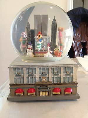 """Macy's Thanksgiving Parade 1999  Musical Water Globe Twin Towers 6.5"""""""