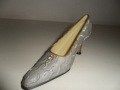 Similar to'Just The Right Shoe' ornamental collectable minature shoe