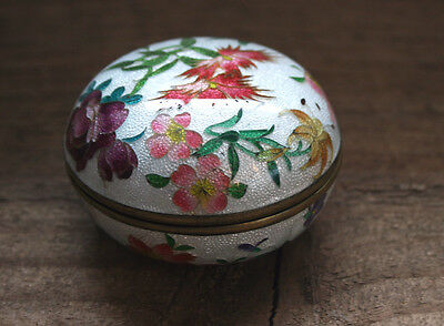 Antique Japanese Enamel Cloisonne Foil Floral Pill Trinket White Silver Box