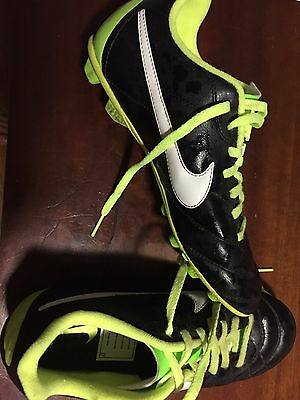 Nike Boys Soccer Boots Shoes Size US 5