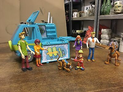 Scooby Doo Mystery Machine And Figure Bundle