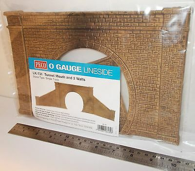 Peco 0 Gauge LK-731 - Tunnel Mouth & 2 Walls, Single Track, Stone Type - New (0)