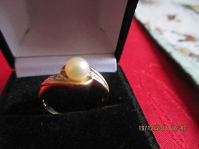Vintage Stylish Pearl and Diamond Ring size M