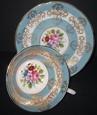 Pretty Royal Grafton Vintage Gold Gilt & Roses Display Cabinet Tea Cup & Saucer