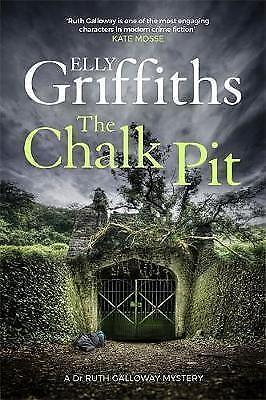 The Chalk Pit: The Dr Ruth Galloway Mysteries 9, Griffiths, Elly | Hardcover Boo