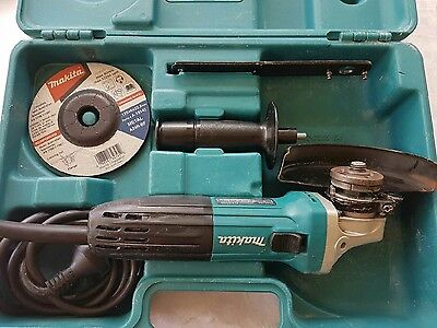 Makita 125mm GA5030 (720W) grinder