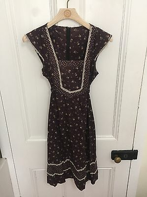 Very cute Vintage Dress Size 10 - 12 Floral Boho Black With Lace Trim