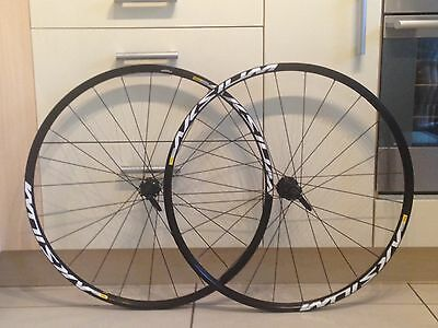 Mavic Aksium One 11 Speed Disc 700C Road Wheelset from Cannondale Synapse.