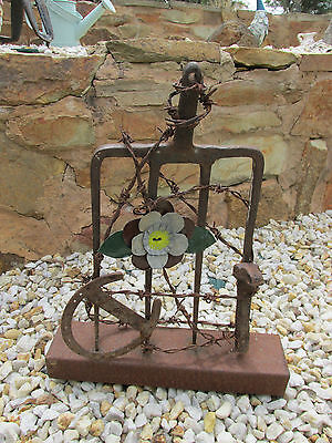 ' Rustic Pitchfork On Stand With Handmade Flower & Ornaments For Garden