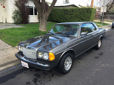 1985 Mercedes-Benz 300-Series 2 door coupe 1985 Mercedes-Benz 300-Series 300CD. A true classic in great condition.