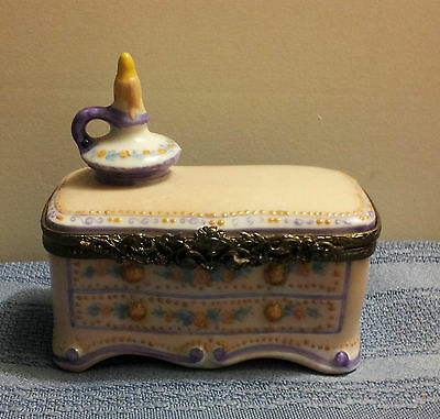 GENUINE LIMOGES LADY'S BOUDOIR DRESSER TRINKET BOX with Surprise Inside!!!