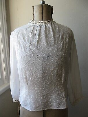 Vtg 40s WW2 white embroidered bow pattern round neck semi sheer crepe blouse. 10