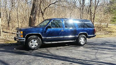 1999 Chevrolet Suburban  1999 CHEVY SUBURBAN 4X4 CLEAN!!!!  NO RESERVE