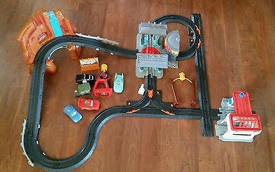 Geotrax Disney Cars Radiator Springs race track~Flo's Cafe~Remote Control~works