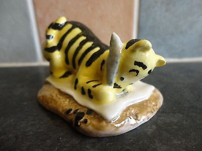 """Royal Doulton Winnie The Pooh Collection """"tigger Signs The Rissolution"""" Figure"""