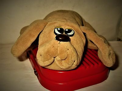 RADIO SHACK 1986 Pound Puppies Lovable Huggable PLUSH AM RADIO Excellent & WORKS