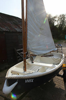 GRP Sailing Dinghy with wooden mast - row boat 9ft + trailer - Great condition