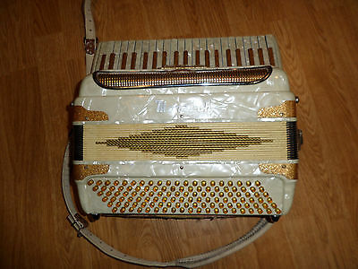 Vintage Monarch Accordian 24 Key