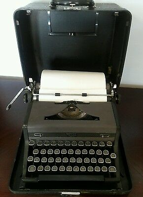 RARE Old Vtg Working Royal Quiet Deluxe Typewriter In Original Case
