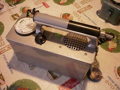 Superb Vintage Technical Associates F-6 Geiger counter
