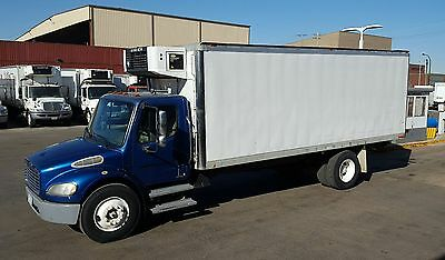2005 Freightliner M2 Reefer 22' / Automatic / One Fleet Owner / All Records