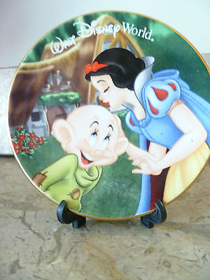 Vintage Collectible Disney Mini Plate - Snow White kissing Dopey - with or. box