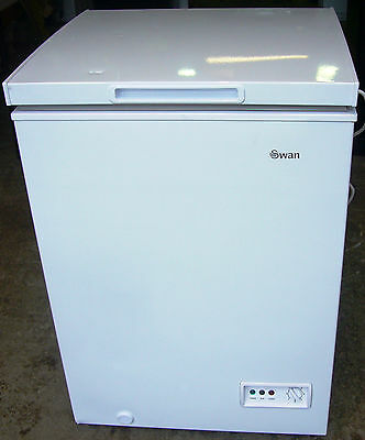 "Swan ""SR4150"" 93L Chest Freezer in White  RRP £ 149"