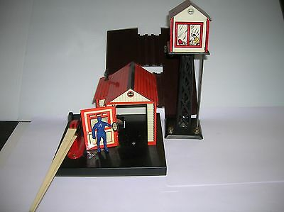 "MARX "" Grade Crossing Signal Man & Switch Tower "" LN w/ a box lot # 10504"