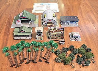 Lot Of HO Scale Buildings And Accessories Assembled And Used - Loose