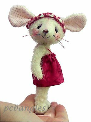 Carrie mouse sewing pattern by pcBangles.  Plush and fabric mouse craft.