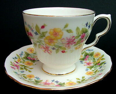 Vintage 1990's Colclough Hedgerow Pattern Tea Cups & Saucers - Look  in VGC