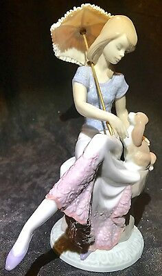 """Lladro Porcelain Figurine Retired """"Picture Perfect""""  Lladro Lady With Dog - MINT"""