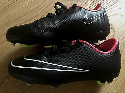 chaussures foot NIKE 31,5 comme neuves