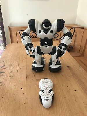 Large Robosapien Robot With Remote Control, Working, Collection From PO10