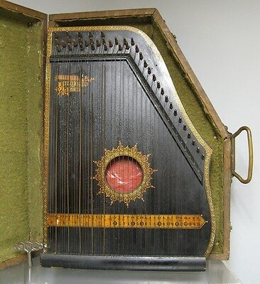 Anciene cithare. Instrument de misique. Guitar Zither USA.
