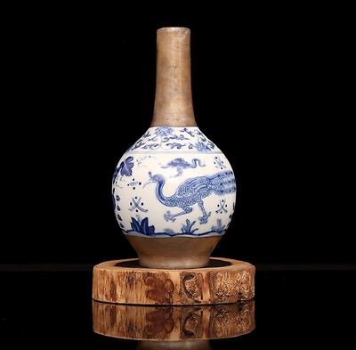 Chinese Ancient BLUE & WHITE  Porcelain sculpture peacock of vase