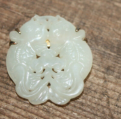 Old Chinese Carved Mutton Fat White Jadeite Jade Gold Brooch Pin Kissing Fish